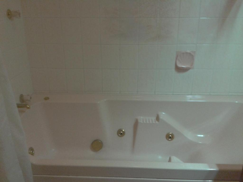 queen-suite-with-spa-bath-spa