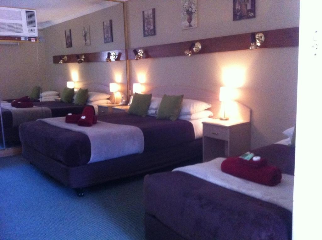 standard-twin-room-bedroom
