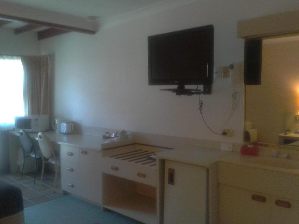 standard-twin-room-facilities